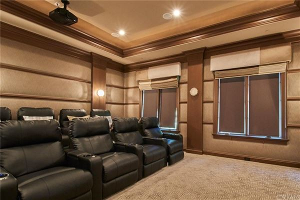 Luxury real estate elegant home in prestigious Santa Anita Oaks