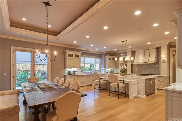 Luxury homes in elegant home in prestigious Santa Anita Oaks