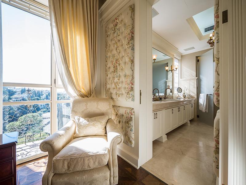 Luxury homes Premier Street in Mount Carmel