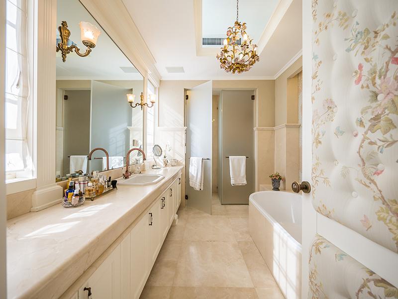 Premier Street in Mount Carmel luxury homes