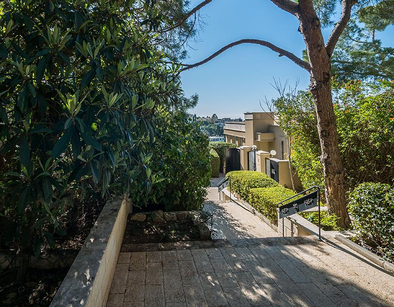 Mansions in Premier Street in Mount Carmel