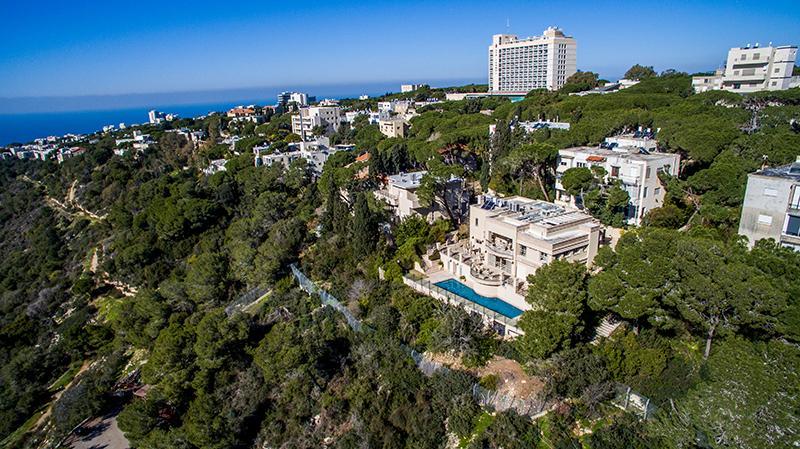 Luxury real estate Premier Street in Mount Carmel