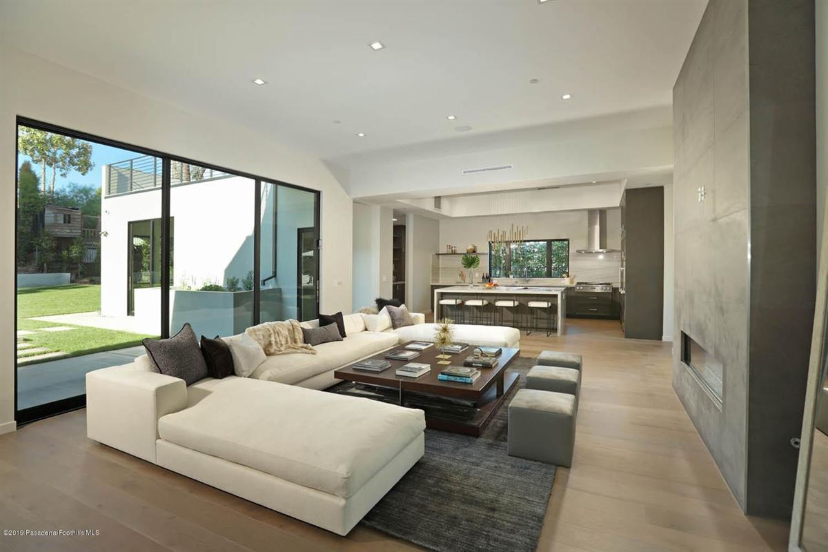 Modern masterpiece in prestigious Bel Air luxury homes