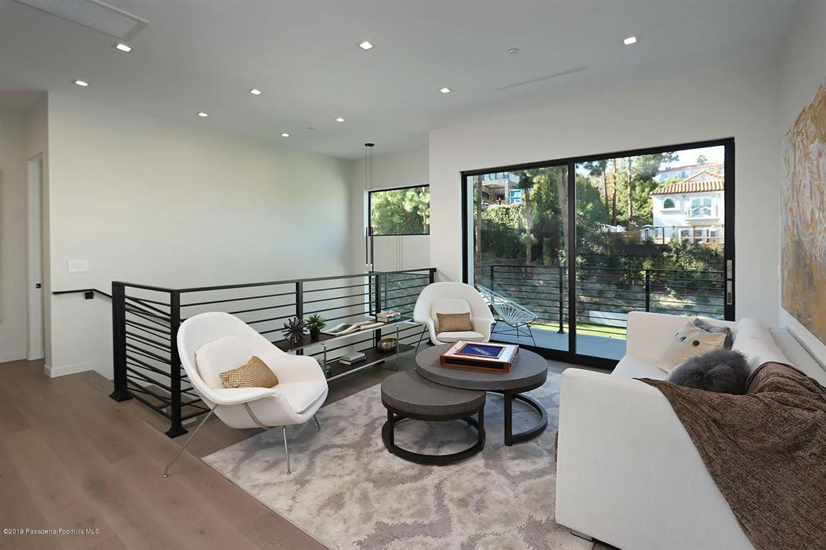Modern masterpiece in prestigious Bel Air mansions
