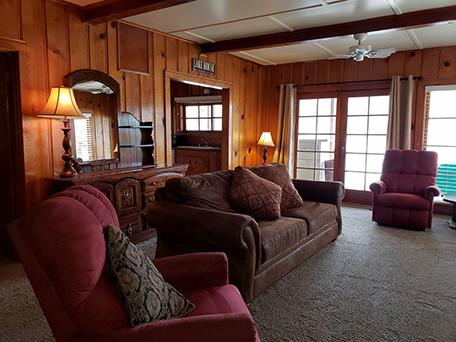 Mansions ADORABLE 1940s LAKEFRONT CABIN