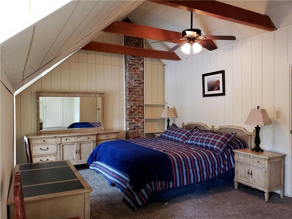 ADORABLE 1940s LAKEFRONT CABIN luxury real estate