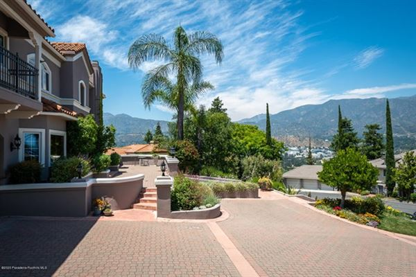 a California Traditional that radiates grandeur and elegance luxury real estate