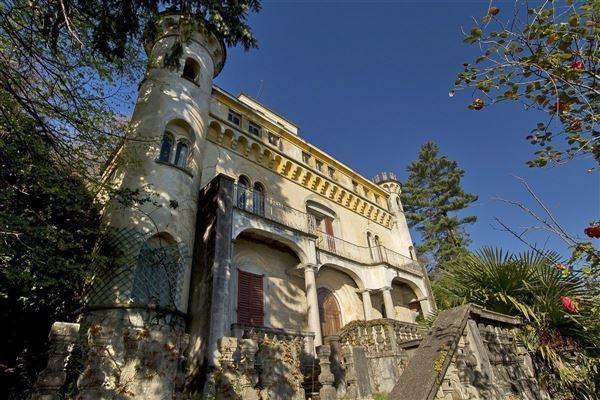 stresa castle luxury homes