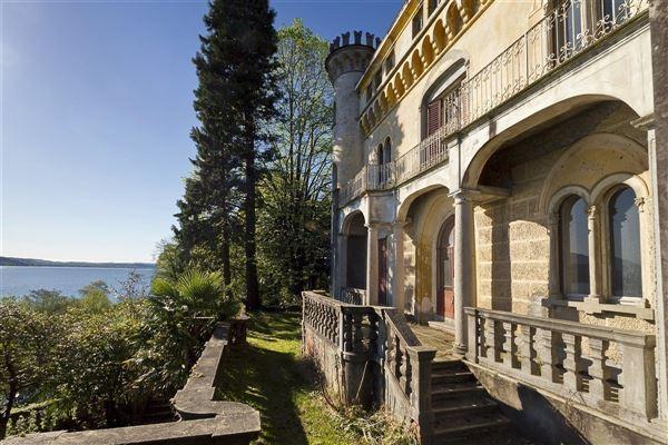 Luxury real estate stresa castle