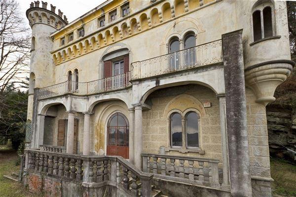 stresa castle luxury real estate