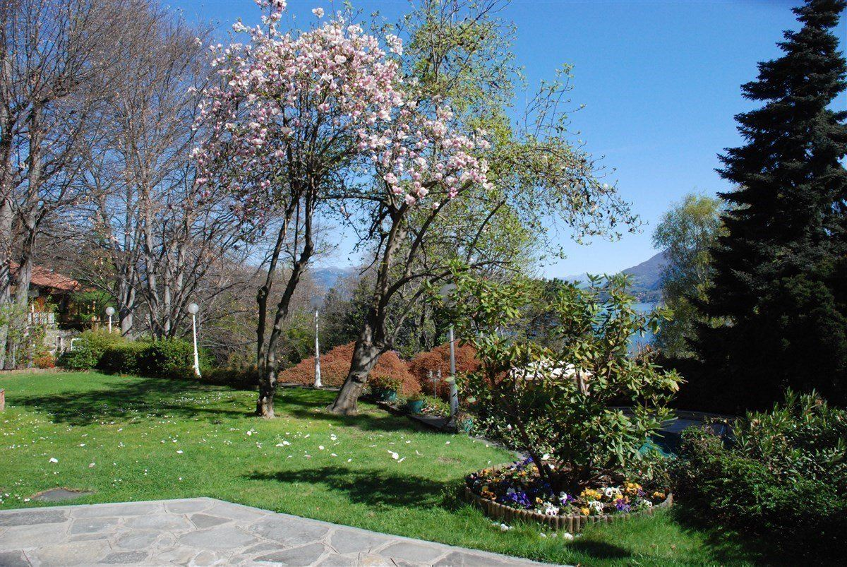 renovated villa overlooking Lake Maggiore luxury properties