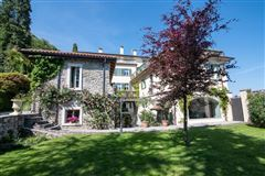 Mansions in completely renovated period villa on Lake Maggiore