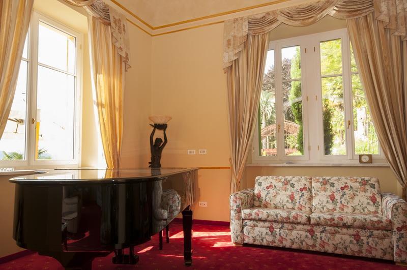 Luxury real estate Majestic Villa in Ghiffa