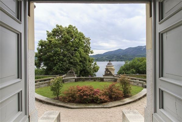 Luxury real estate carefully restored villa in orta