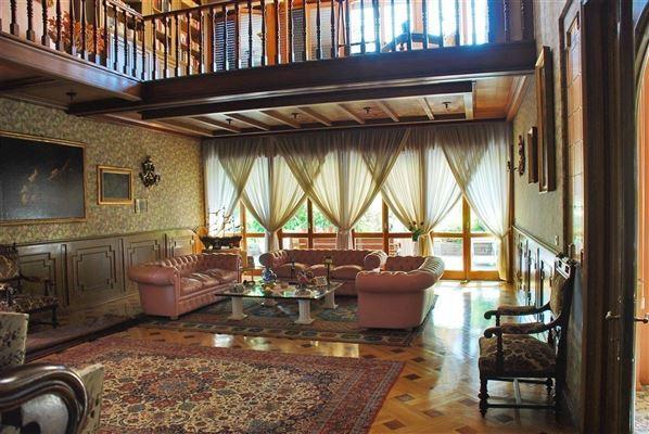 Luxury properties centrally located Arona villa