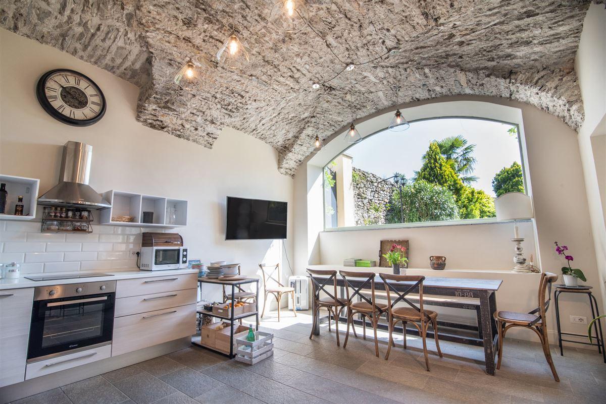 period villa on Lake Maggiore luxury properties