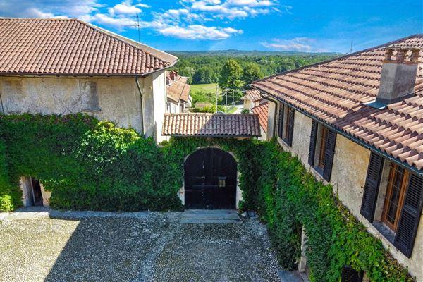 prestigious historical property  luxury properties