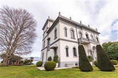 Mansions in prestigious villa