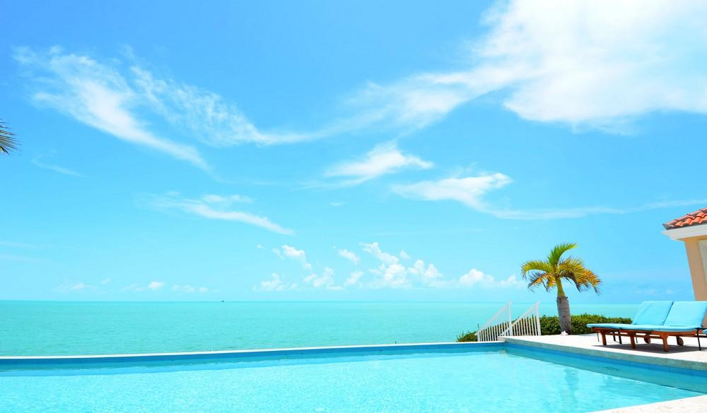 Mansions in Oceanfront Breezy Villa in Providenciales