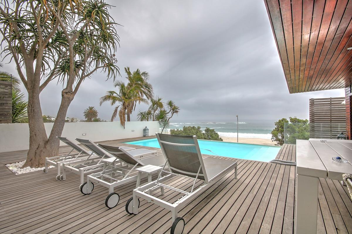 Mansions in Camps Bay Villa on the Beach