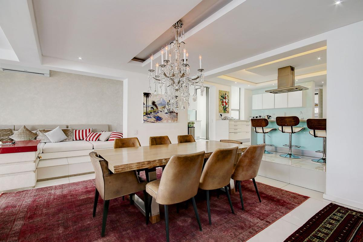Luxury homes Camps Bay Villa on the Beach