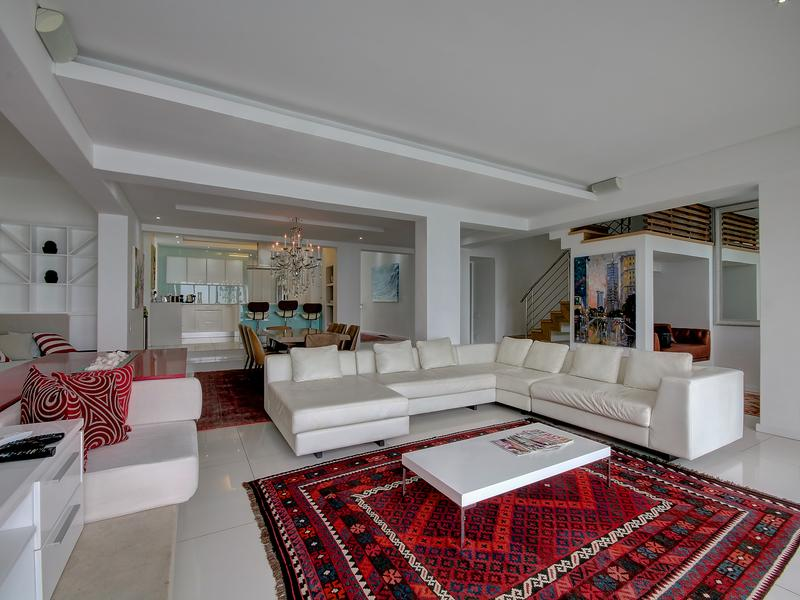 Luxury real estate Camps Bay Villa on the Beach