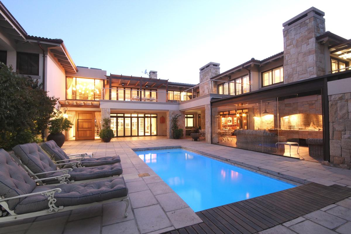 Ultimate luxury in the whale capital of the world r38800000