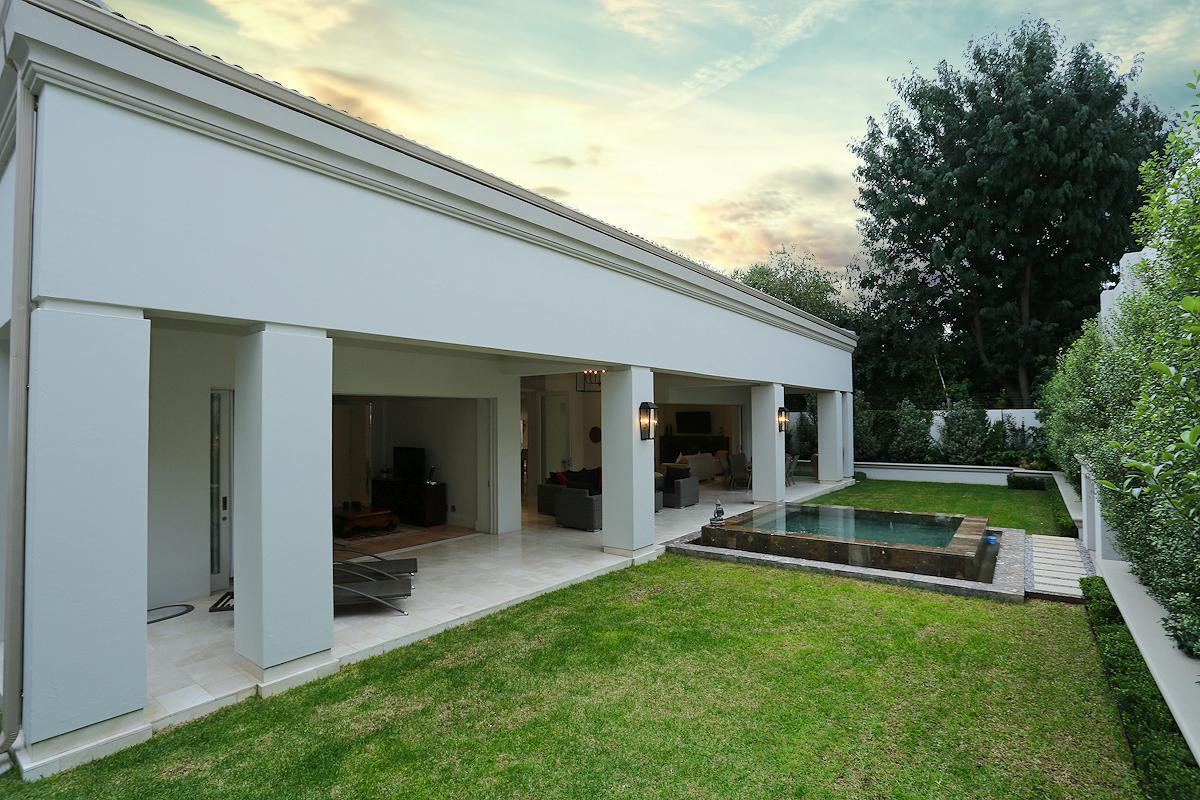 Astonishing Contemporary Design And Abundant Natural Light South Interior Design Ideas Inamawefileorg