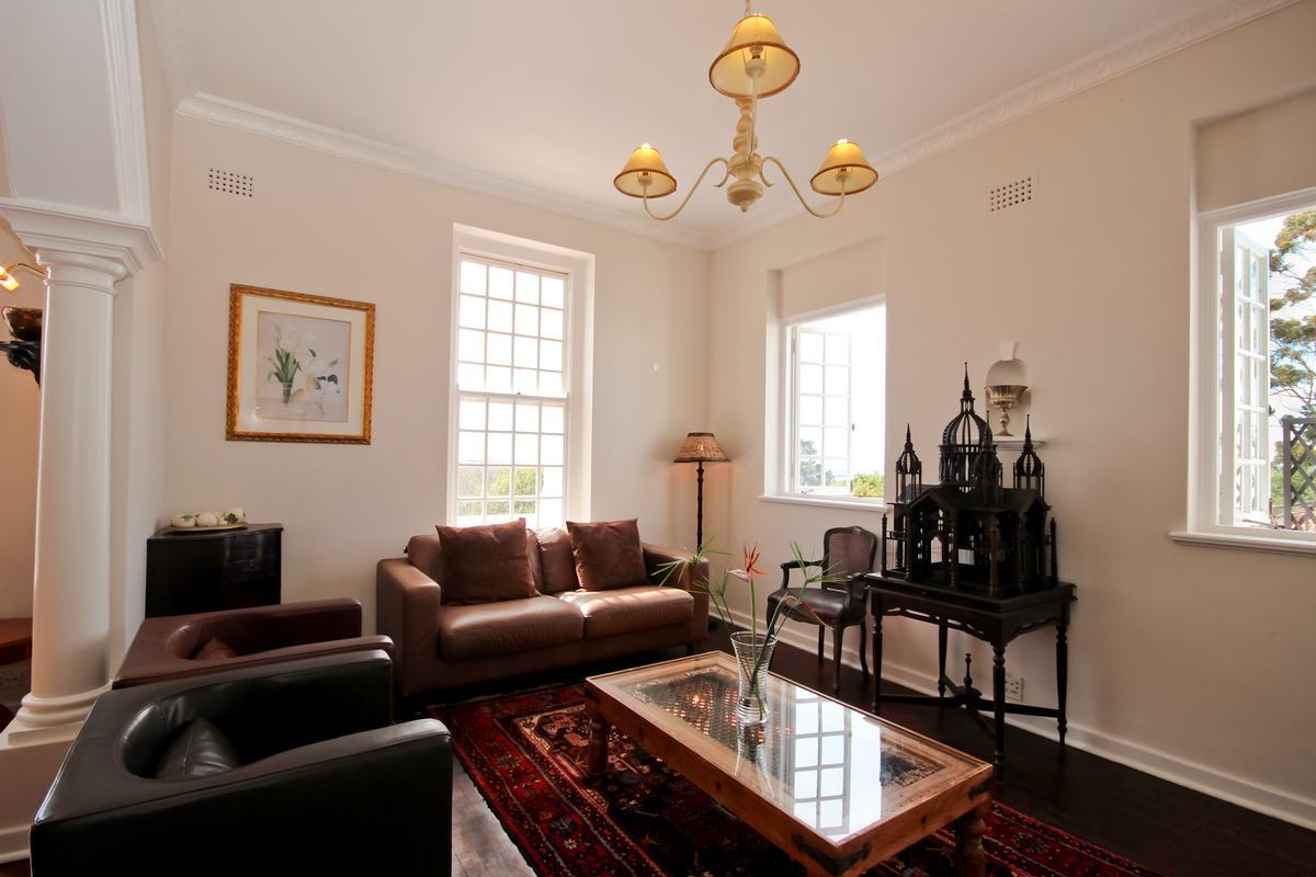 Luxury real estate CAPE DUTCH SPLENDOUR