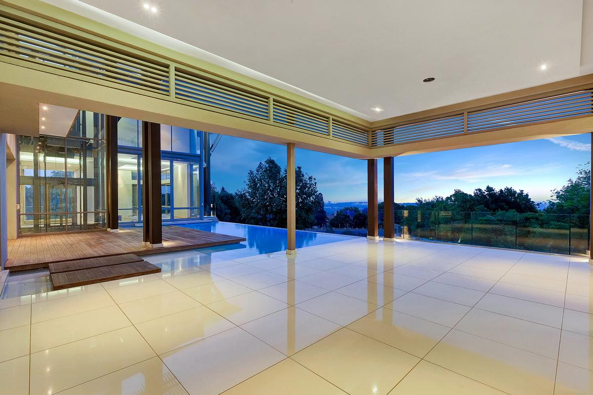 Luxury homes Breathtaking contemporary home set in the heart of Sandhurst