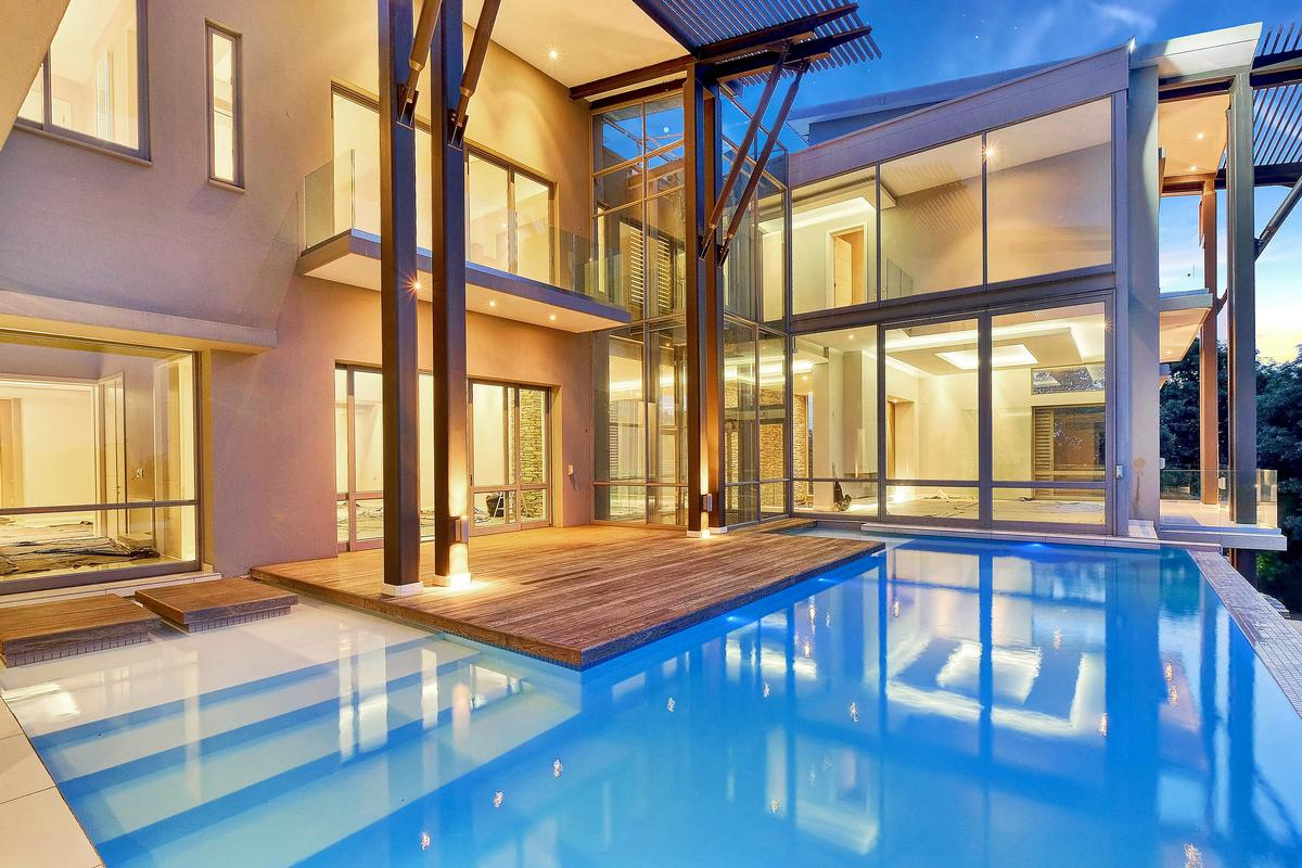 Luxury real estate Breathtaking contemporary home set in the heart of Sandhurst