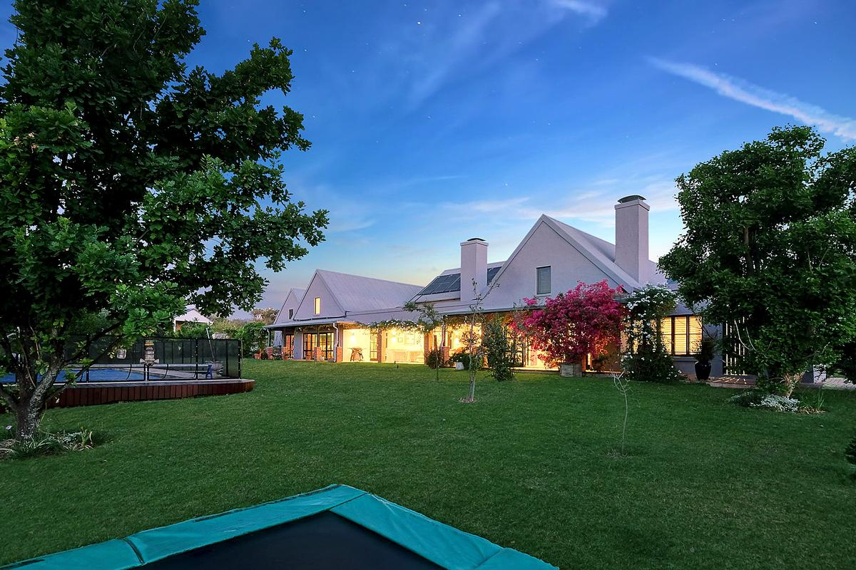 EQUESTRIAN FAMILY HOME luxury homes