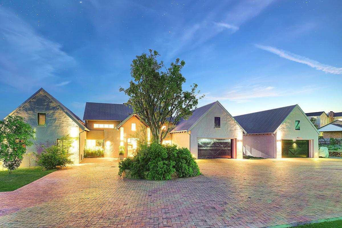 EQUESTRIAN FAMILY HOME luxury real estate