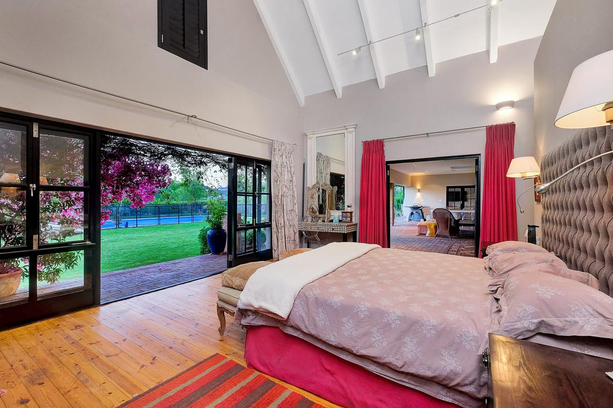 Luxury properties EQUESTRIAN FAMILY HOME