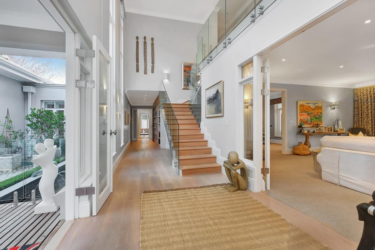 Style and elegance in Hyde Park luxury real estate
