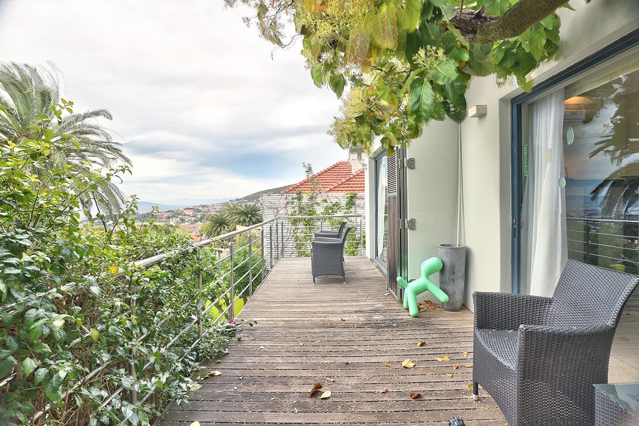 GORGEOUS HOME SITUATED IN THE HEART OF ORANJEZICHT mansions