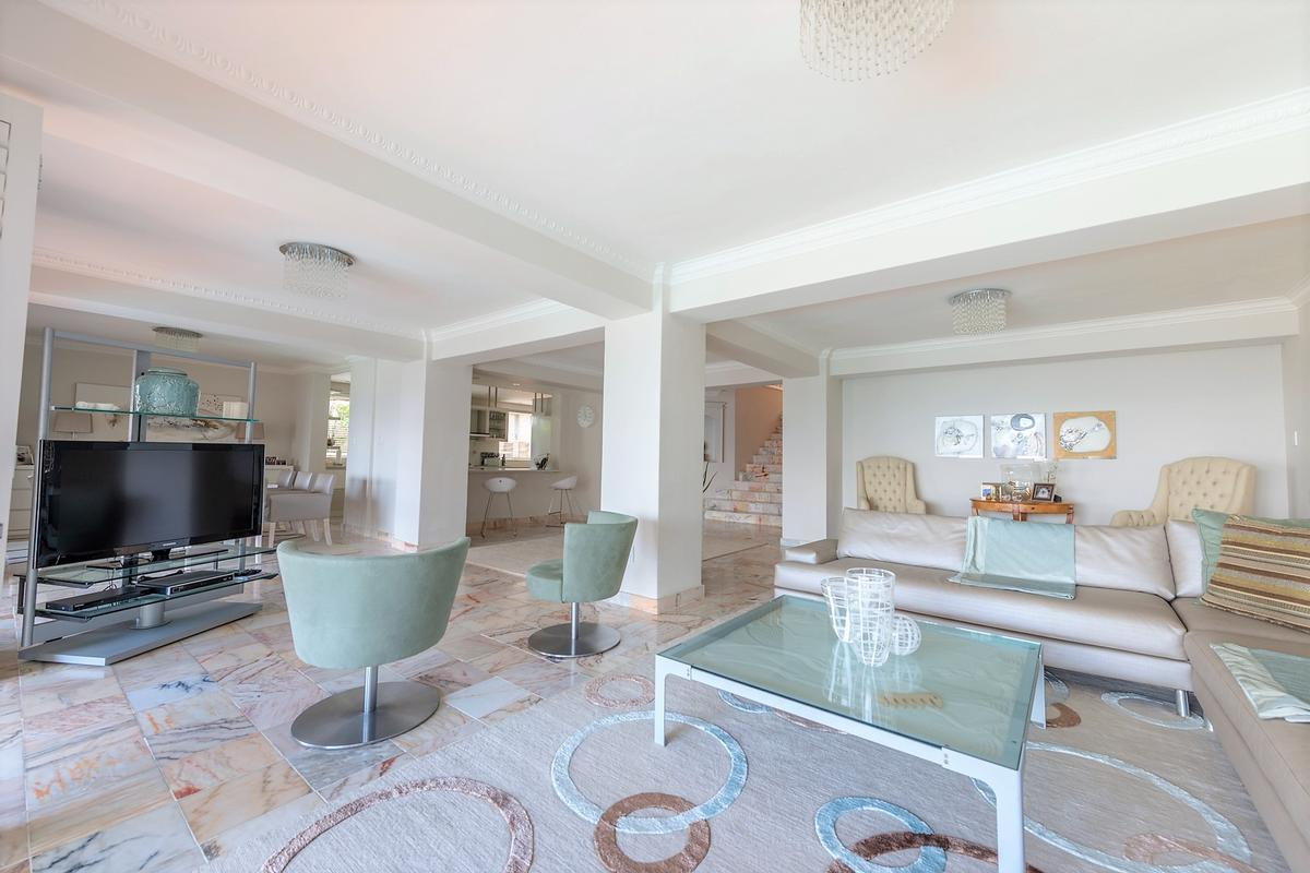 Exquisite Home in exclusive area luxury homes