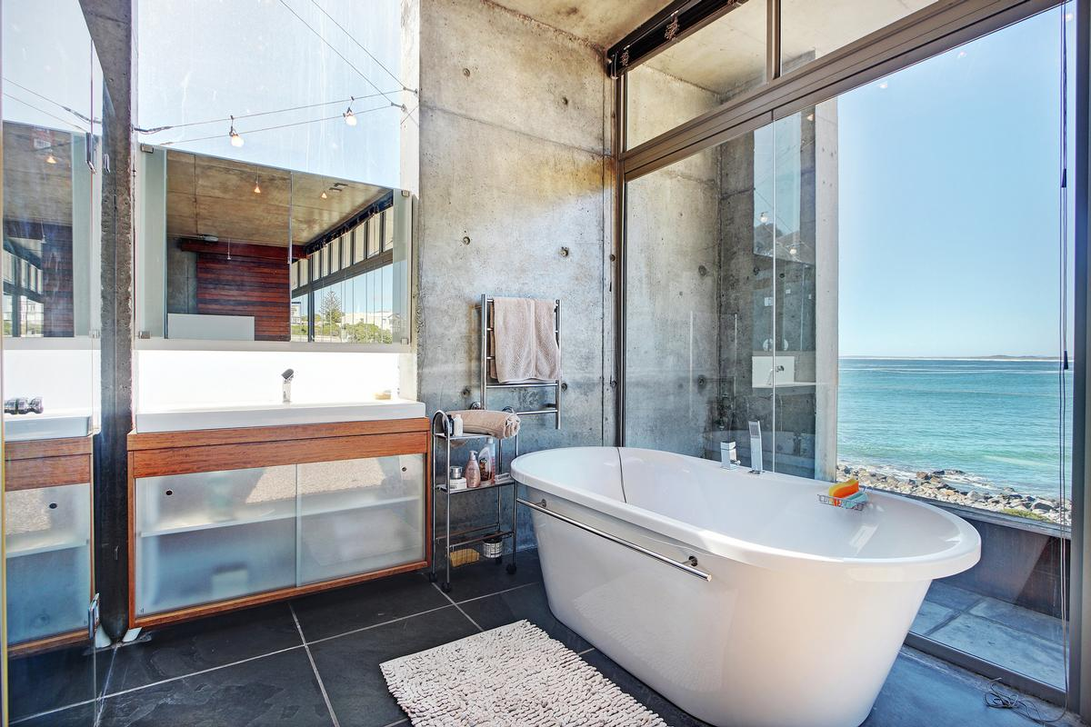 Mansions in BESPOKE FROM STEM TO STERN in Cape Town