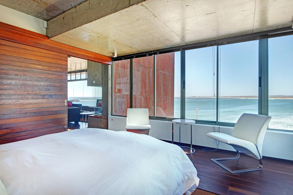 Luxury homes BESPOKE FROM STEM TO STERN in Cape Town