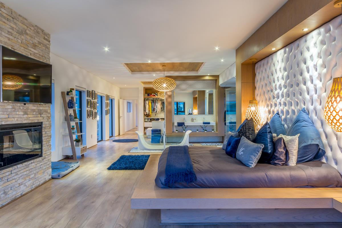 Mansions in Modern Masterpiece in South Africa