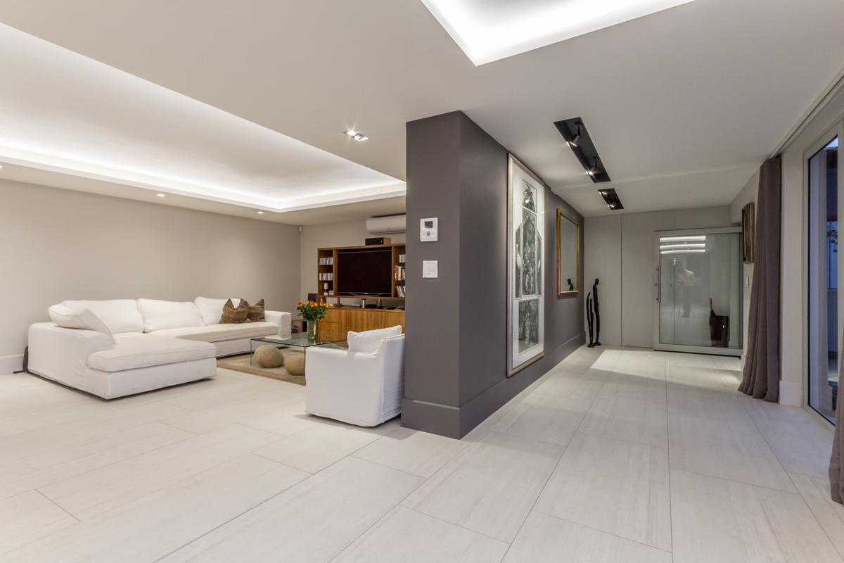 Luxury properties LUXURIOUS LIVING