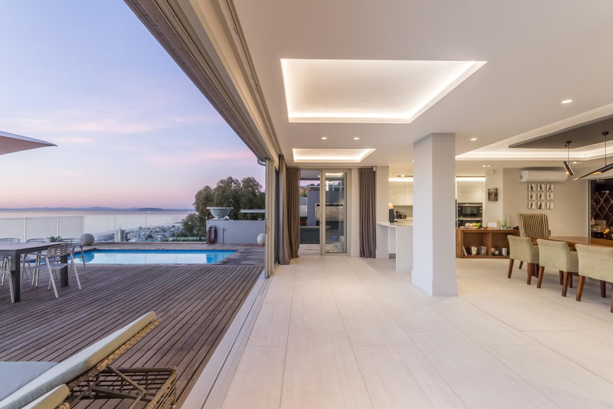 Luxury homes LUXURIOUS LIVING