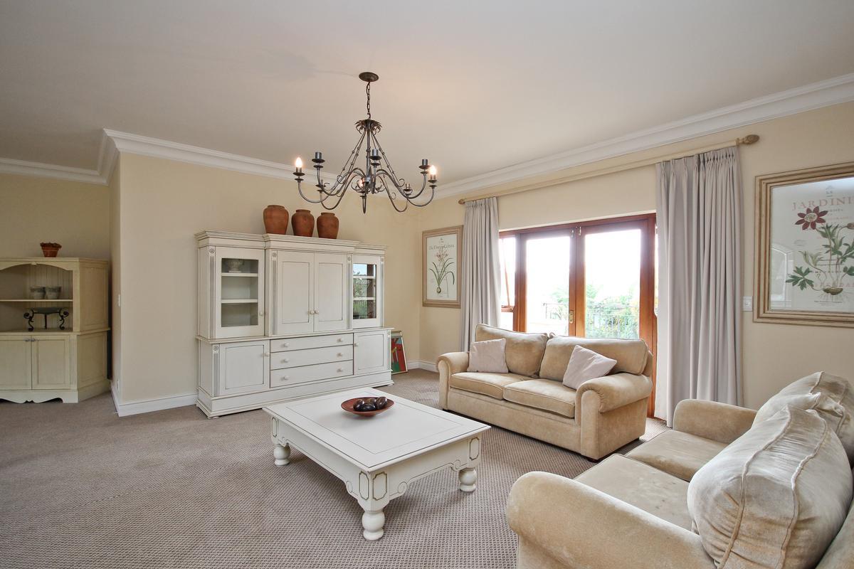 Luxury homes in Silvertree Splendiour