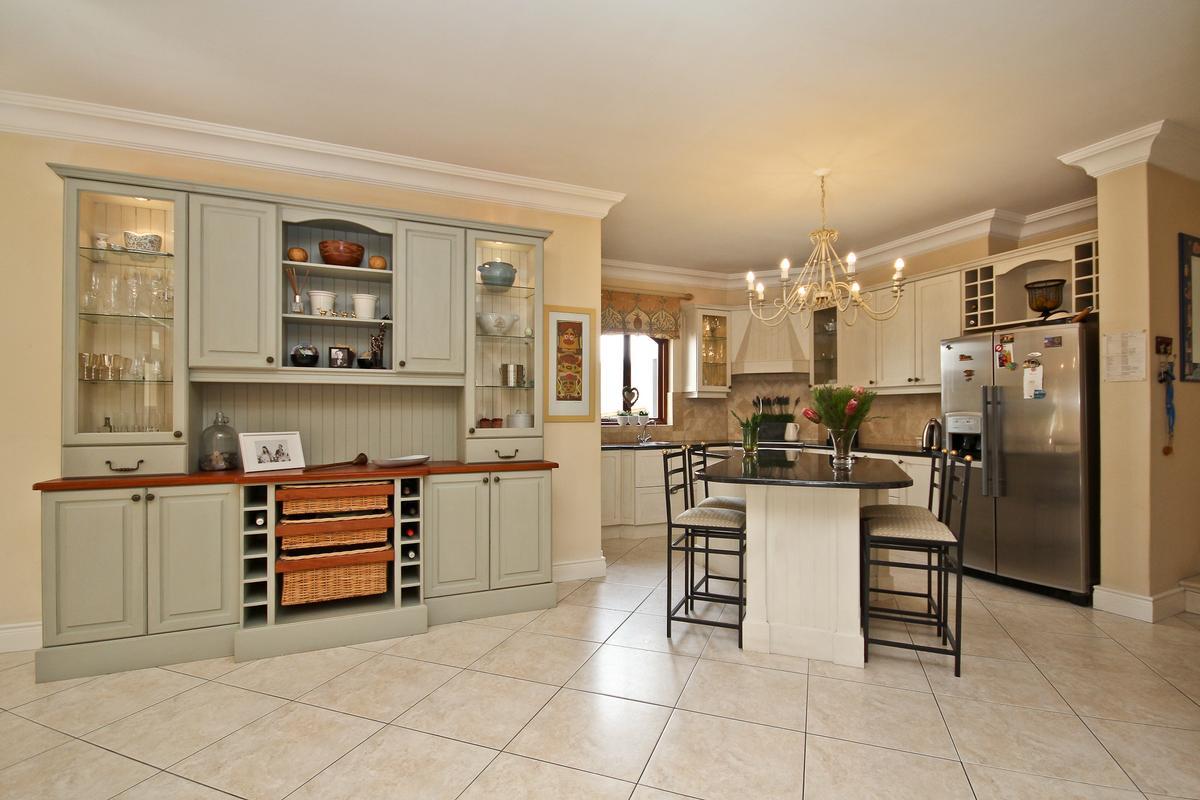 Luxury real estate Silvertree Splendiour