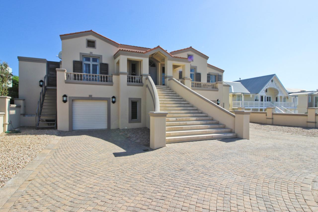 Luxury homes A PROPERTY OF DISTINCTION