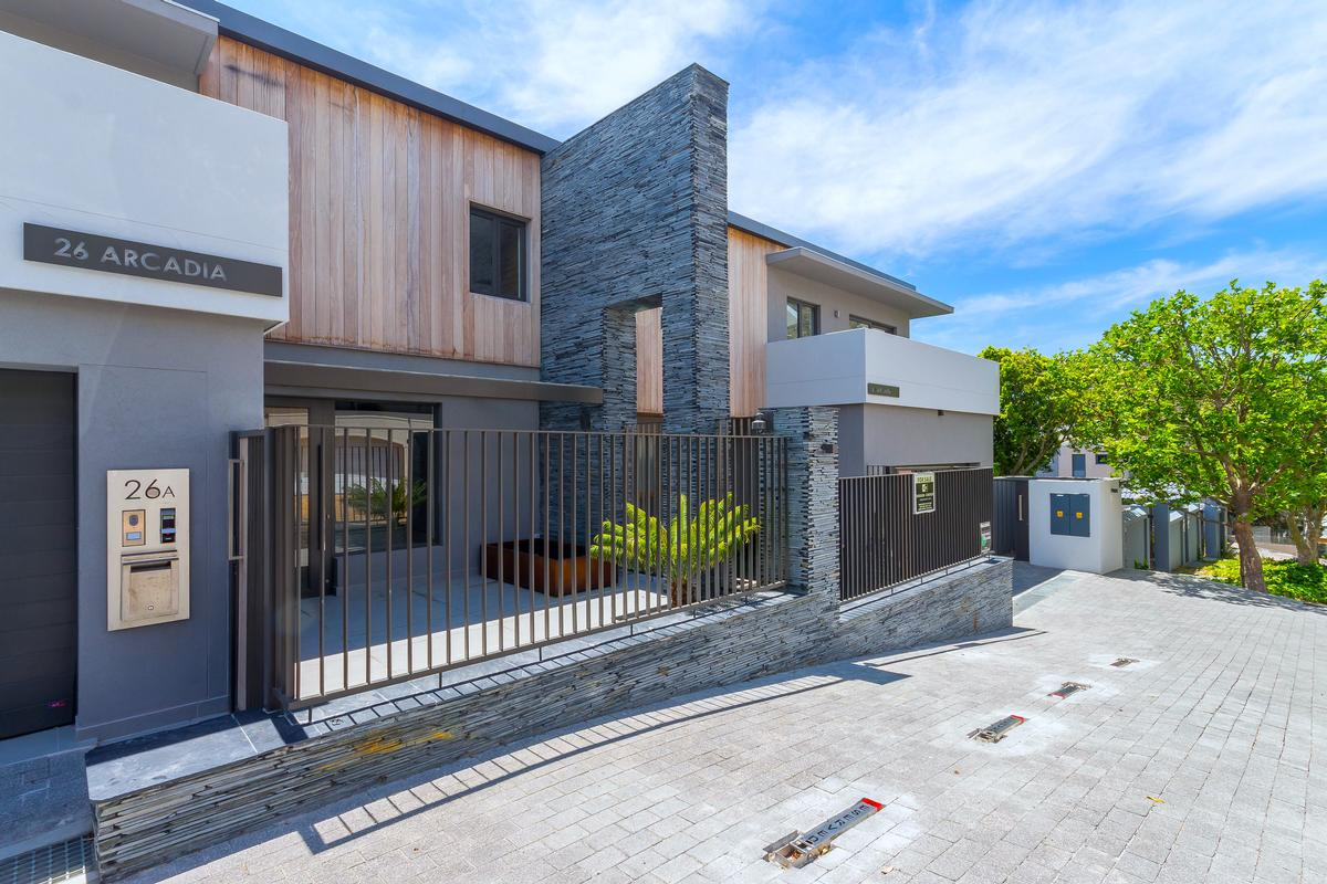 TOWNHOUSE FOR SALE IN BANTRY BAY luxury real estate