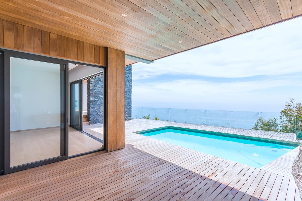 VILLA FOR SALE IN BANTRY BAY mansions
