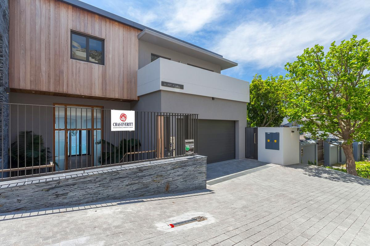 Luxury homes in VILLA FOR SALE IN BANTRY BAY