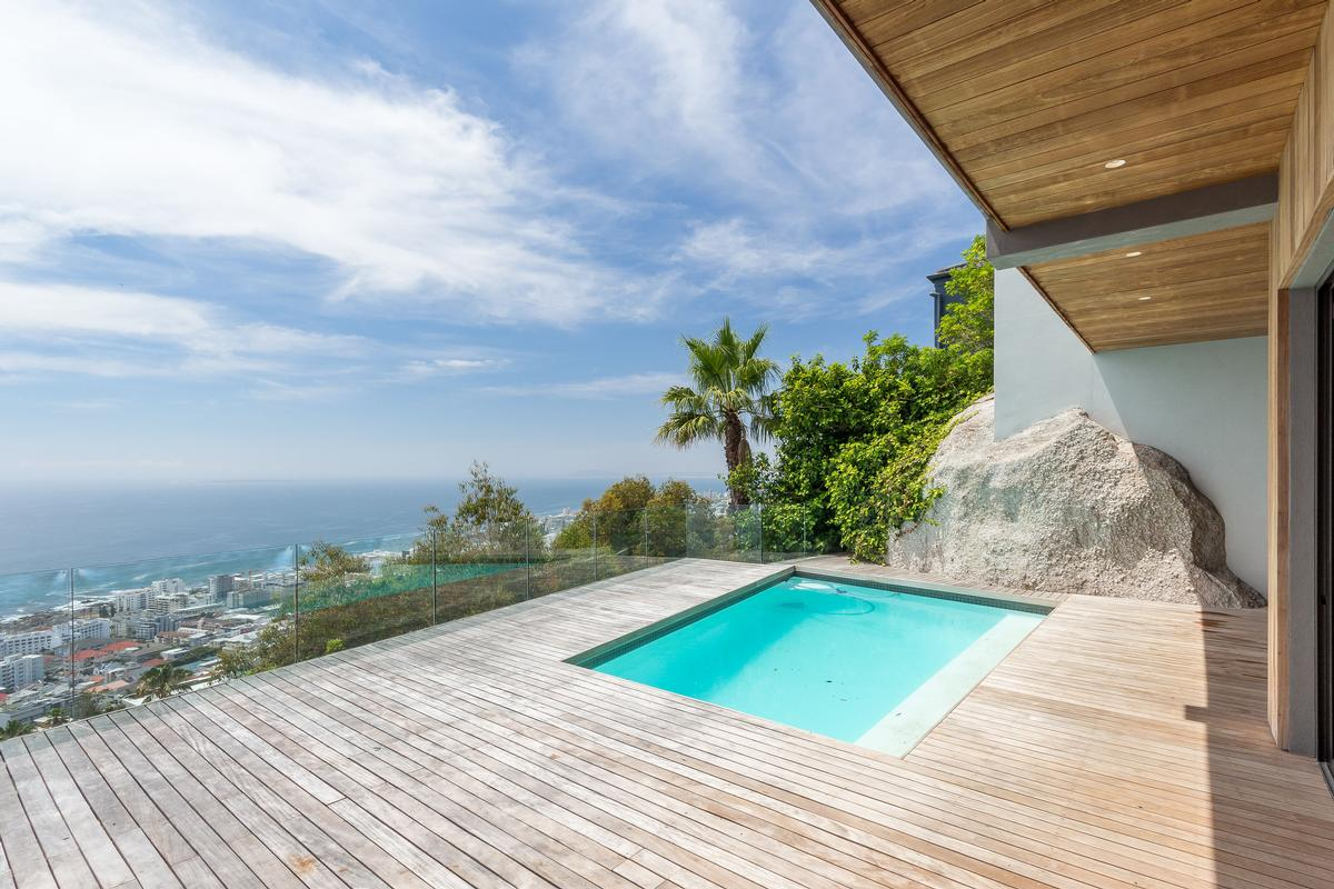 VILLA FOR SALE IN BANTRY BAY luxury real estate