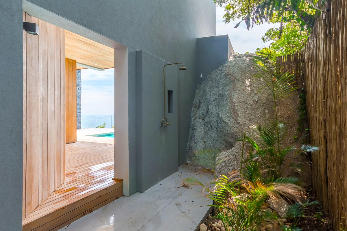 Luxury properties VILLA FOR SALE IN BANTRY BAY